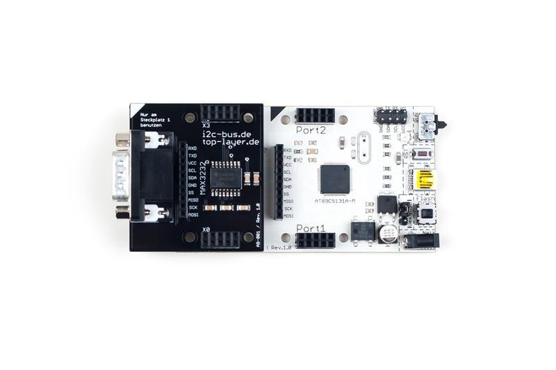 AB-001 ist ein stack2Learn Zusatzmodul. Auf diesem Board befindet sich ein MAX3232 Baustein der Firma TI. Das Board ist 52 x 51 mm groß und momentan in der Farbe Schwarz vorhanden.