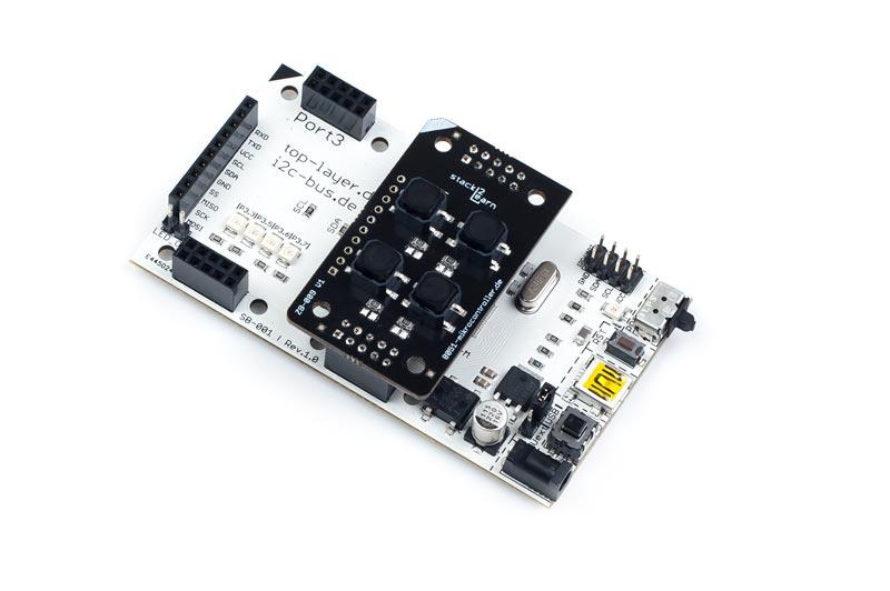 ZB-009 ist ein stack2Learn Zusatzmodul. Auf diesem Board befinden sich 4 Tasten. Das Board ist 30 x 51 mm groß, und momentan in der Farbe Schwarz vorhanden.