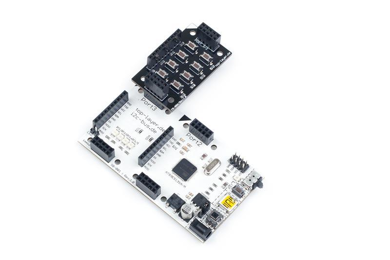 ZB-006 ist ein stack2Learn Zusatzmodul. Auf diesem Board befinden sich 8 Tasten. Das Board ist 30 x 51 mm groß. Und momentan in der Farbe Schwarz vorhanden.